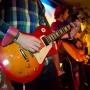 гитара в руках веселье в зале